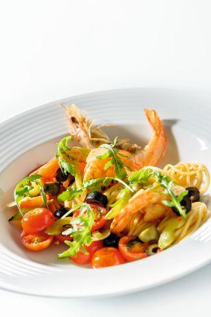 spagety-s-krevetami-rajcaty-a-rukolou