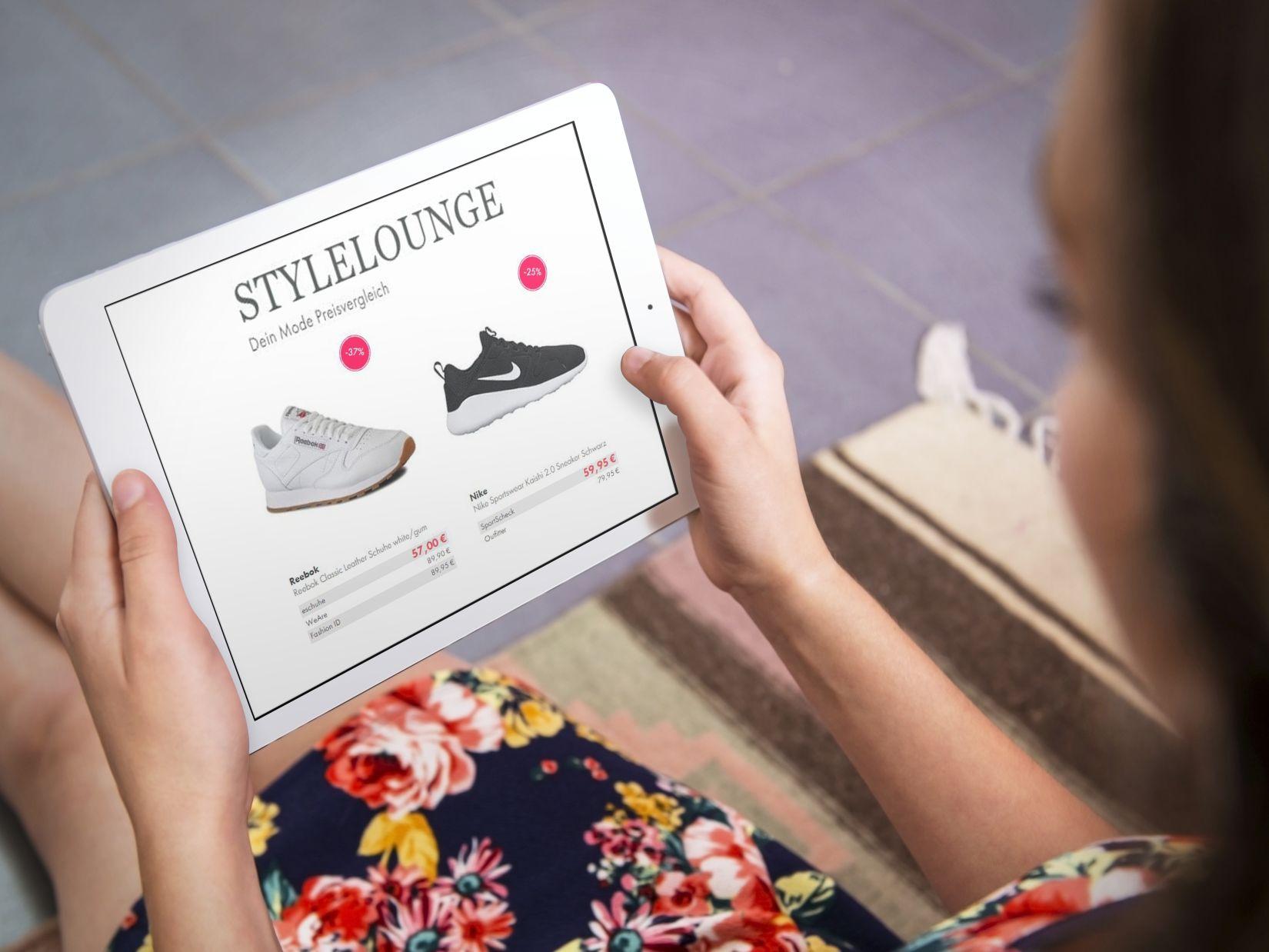"""Sneaker zum günstigsten Preis finden: 7 unschlagbare Geheim-Tipps für Online-Shopper / Wie man mit einfachen Tricks bares Geld beim Sneaker-Kauf sparen kann / Preisvergleiche verschaffen Verbrauchern einen schnellen Überblick über viele Händler und helfen so schnell die günstigsten Angebote zu identifizieren. Für Mode und Schuhe eignet sich beispielsweise StyleLounge, eine spezialisierte  Mode-Preisvergleichsseite. Weiterer Text über ots und www.presseportal.de/nr/126985 / Die Verwendung dieses Bildes ist für redaktionelle Zwecke honorarfrei. Veröffentlichung bitte unter Quellenangabe: """"obs/StyleLounge GmbH/Foto: placeit.net"""""""