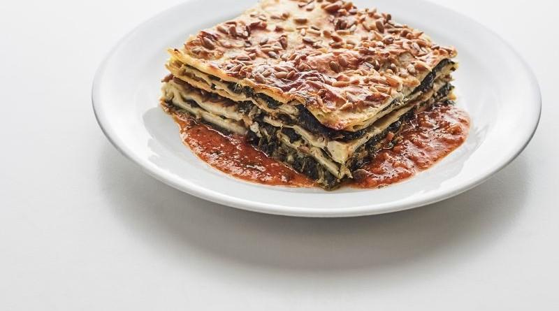špenátové lasagne s ricottou a slunečnicovými semínky
